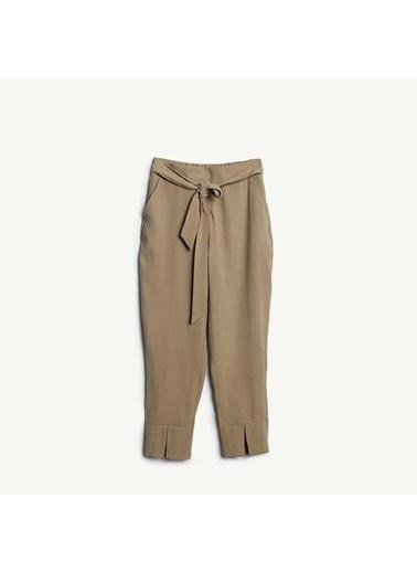 Yargıcı Kuşak Detaylı Pantolon Bej